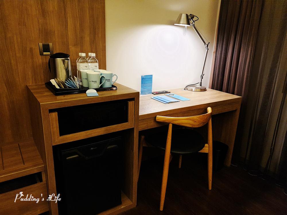 高雄捷絲旅-四人房辦公桌